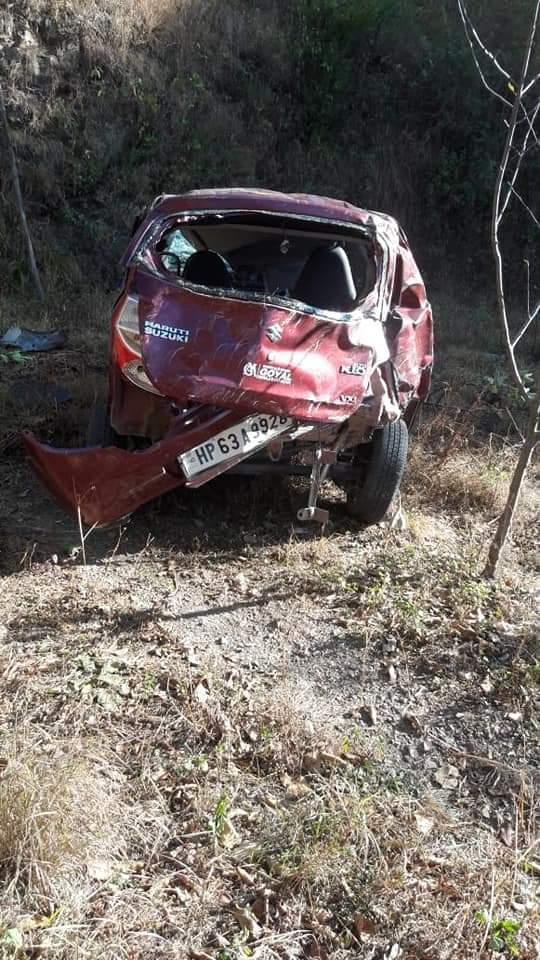 शिमला: शादी से लौट रहे परिवार की कार हादसे का शिकार, पुलिस कांस्टेबल सहित 2 की मौत, 3 घायल