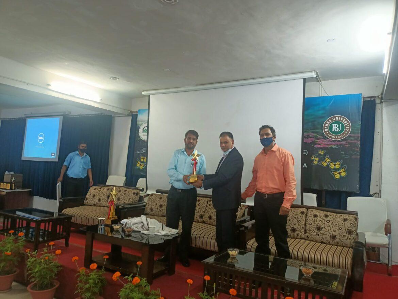 बाहरा विश्वद्यालय:शिक्षक वह बरगद का पेड़ है जिसकी छांव तले देश का भविष्य उज्जवल है: डॉ नेगी